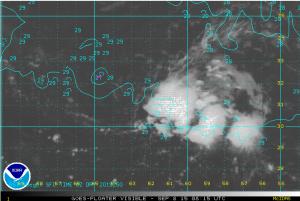 Satellitenbild von INVEST 92L mit Wasseroberflächentemperaturen und geograph. Länge / Breite