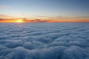 sonnenuntergang-ueber-den-wolken
