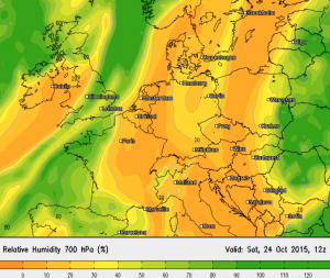 """Relative Luftfeuchtigkeit in """"Regenwolkenhöhe"""" am Samstag - staubtrocken"""
