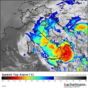 Satellitenbild von kachelmannwetter.com - farbig: Temperatur am Oberrand der Wolken