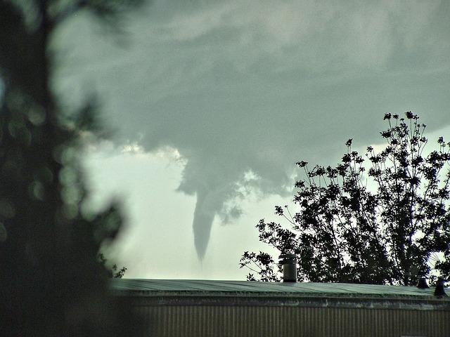 tornado-657633_640