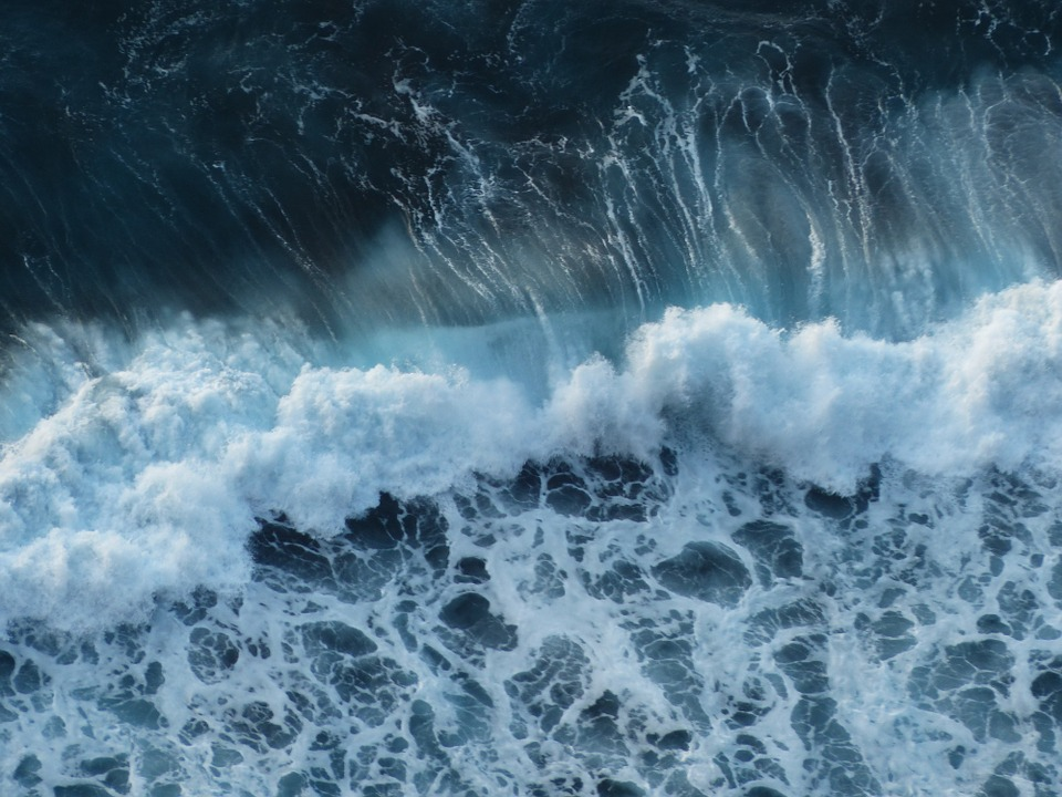 wave-384385_960_720