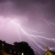 thunderstorm-1097527_640