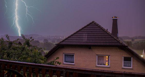 thunderstorm-1022183_640