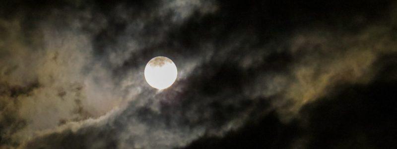 moon-973099_1920