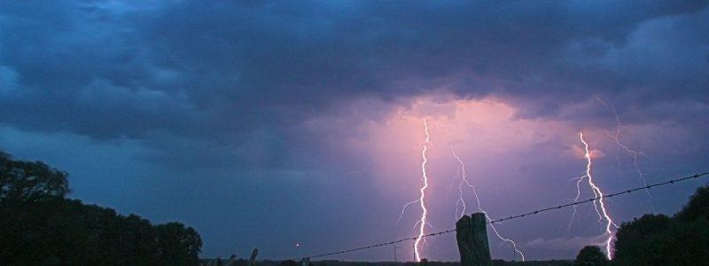 thunderstorm-549663_1920