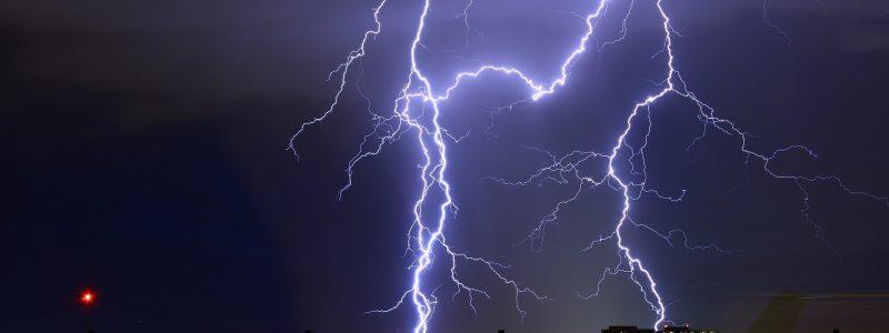 lightning-2095215_1920