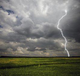 lightning-2617904_1920